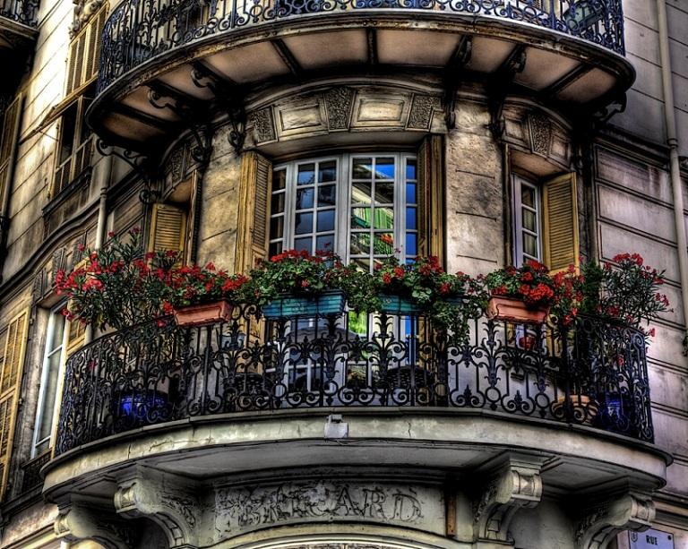 Французский балкон в современном исполнении