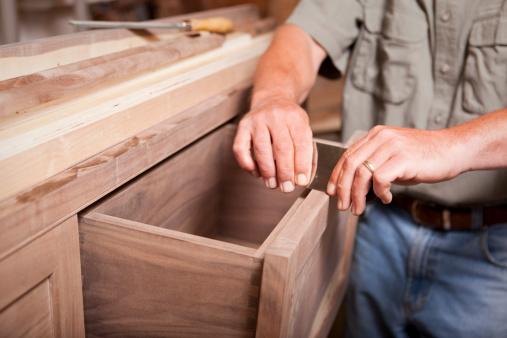 Как обновить старую мебель на кухне