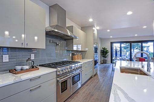 кухонная мебель в стиле хай тек